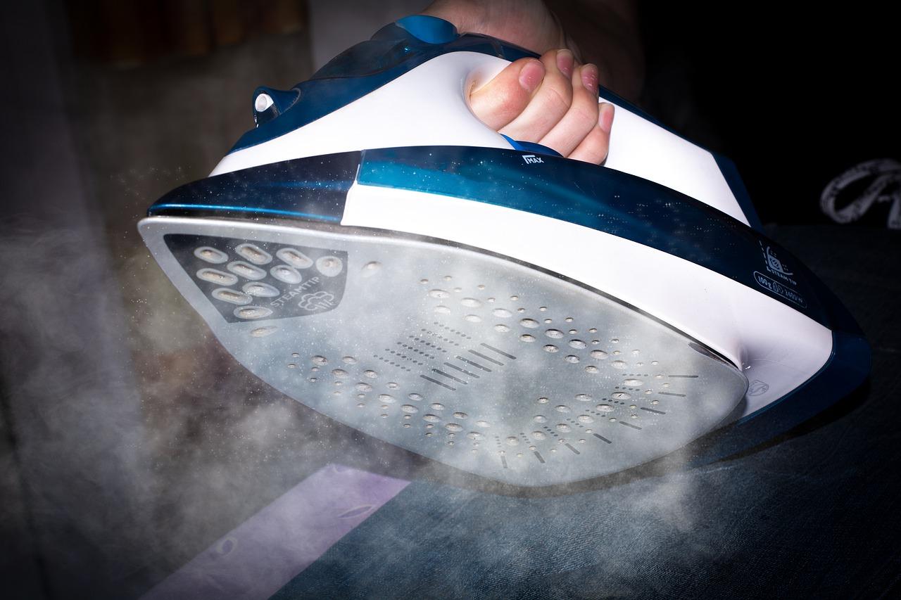 Dampfbügeleisen sorgen für ein besseres Ergebnis als herkömmliche Bügeleisen.