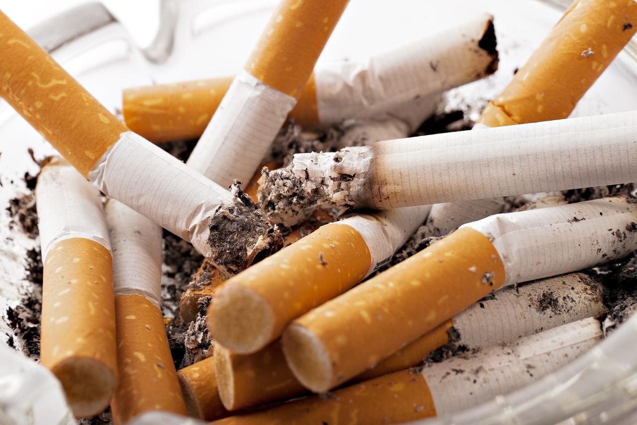 Ein Aschesauger eignet sich auch hervorragend um Zigarattenstummel aufzusaugen.